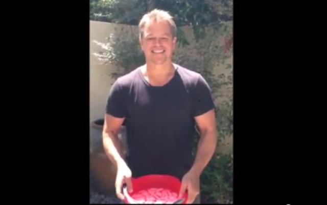 Matt Damon ve içine tuvalet suyu doldurduğu buz kovası meydan okumas